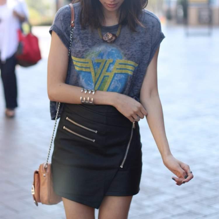 Camisa de banda com saia curta
