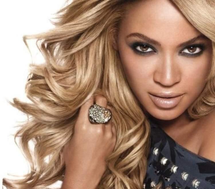 Beyoncé de cabelo loiro