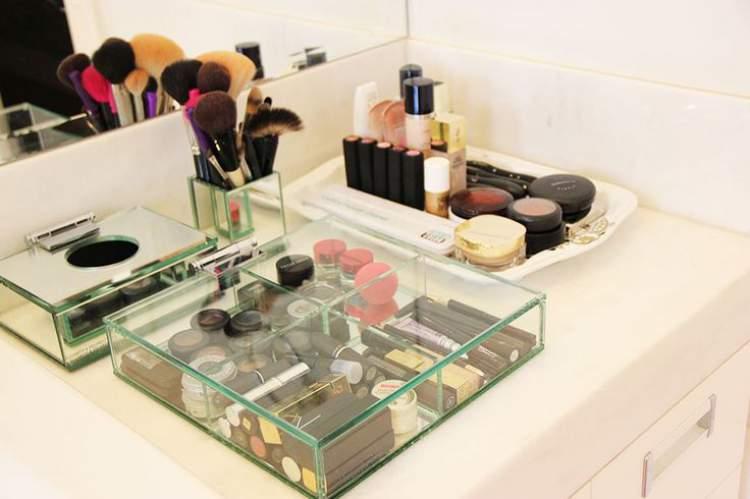 maquiagem no banheiro
