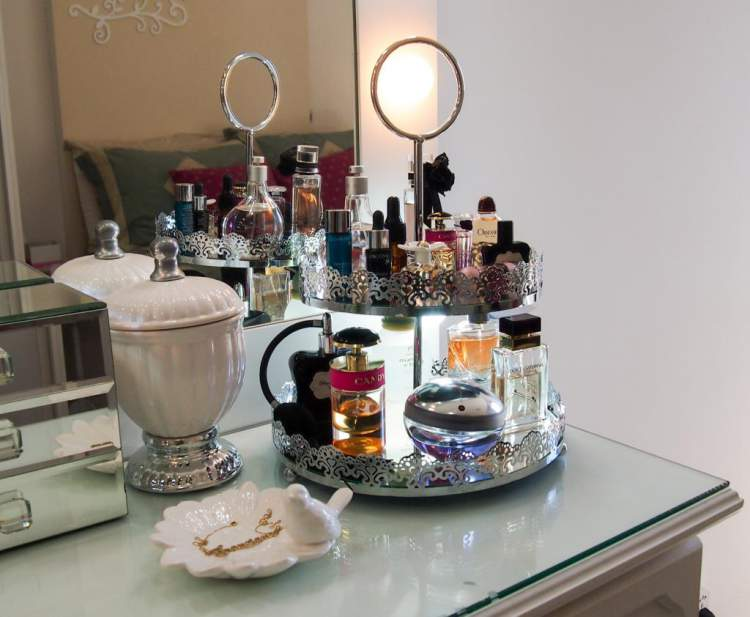 perfumes no banheiro