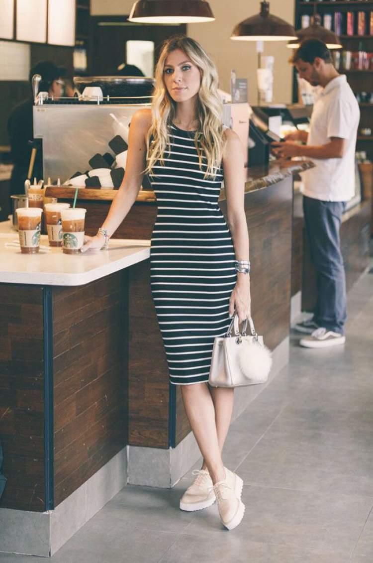 Look fashionista com vestido listrado