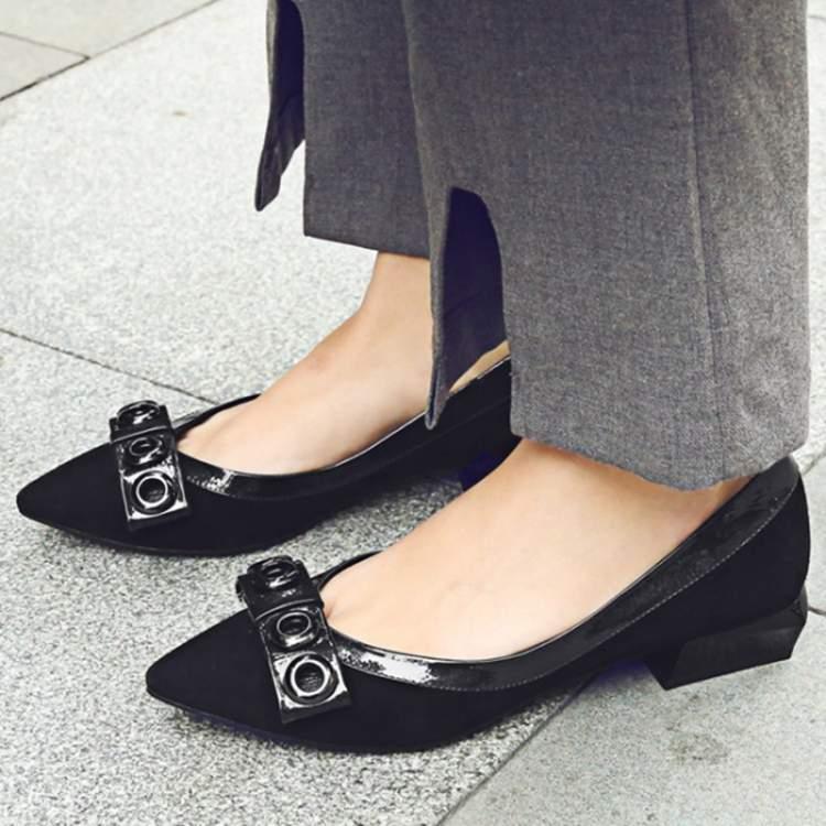 Camurça entre as tendências de calçados da moda inverno 2017