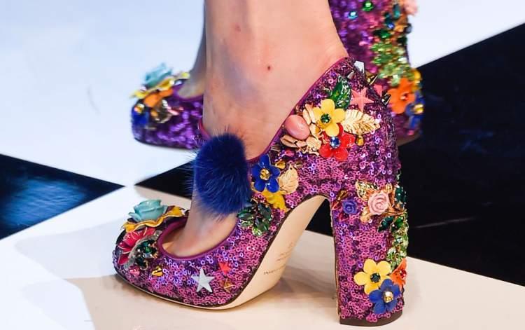 Sapatos com pompom entre as tendências da moda inverno 2017
