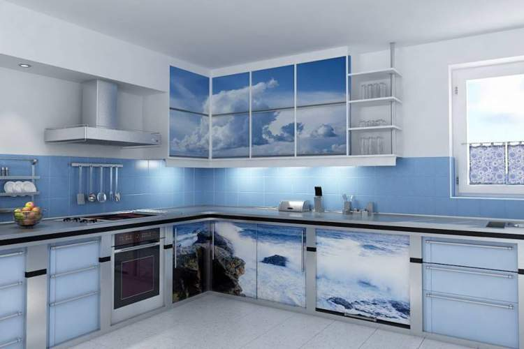 Adesivos nos armários para renovar a cozinha sem reformas