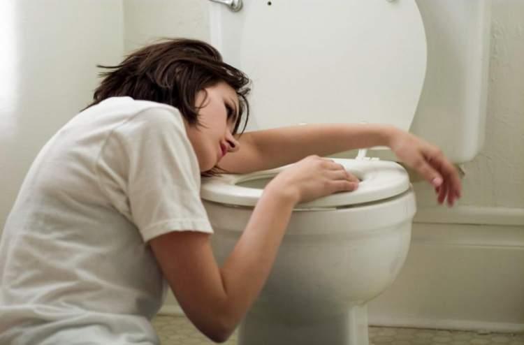 Dores de barriga e enjoos são sintomas comuns de câncer que são frequentemente ignorados