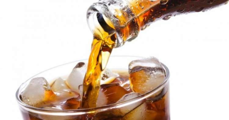 Você jamais deve beber refrigerante se estiver doente