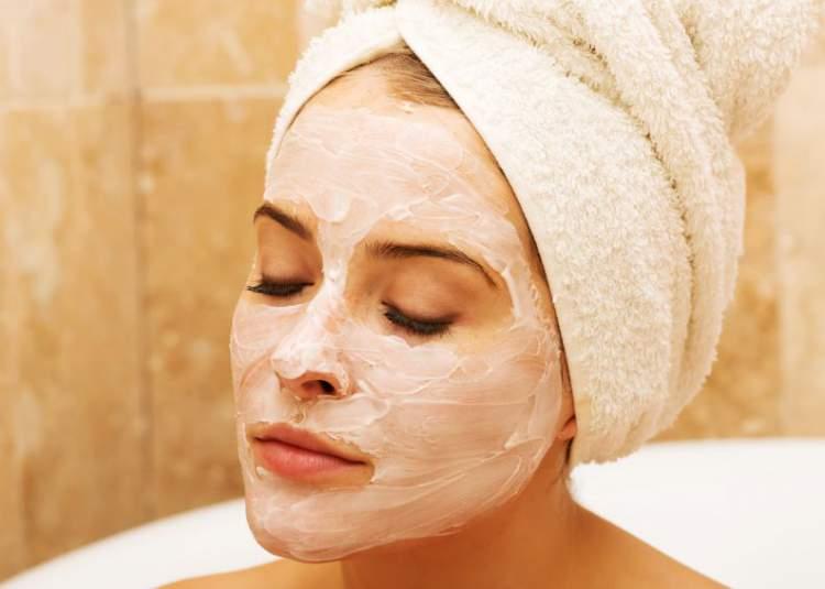 Máscara caseira de iogurte para combater a oleosidade da pele