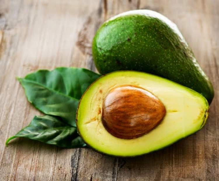 O abacate é ótimo para hidratar o cabelo