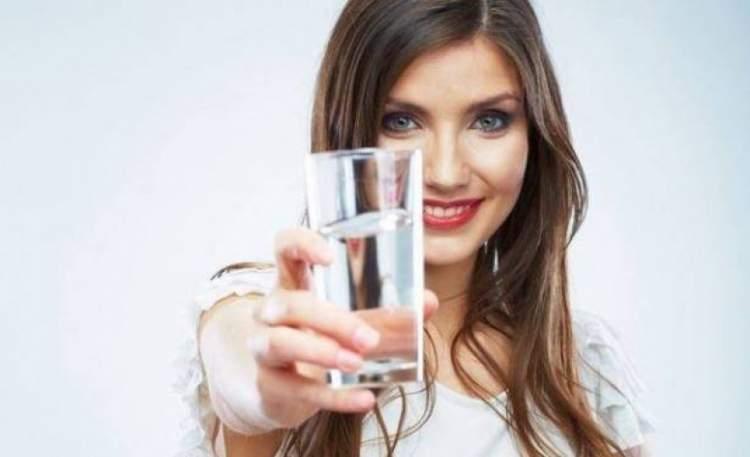 Beber muita água ajuda a queimar gordura