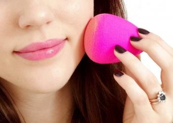 Veja os erros que você comete ao aplicar a maquiagem com esponja