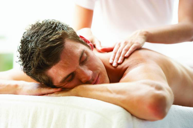 Massagem é uma maneira de celebrar o dia dos namorados em casa