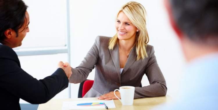4 coisas que mulheres extremamente bem sucedidas fazem antes do almoço