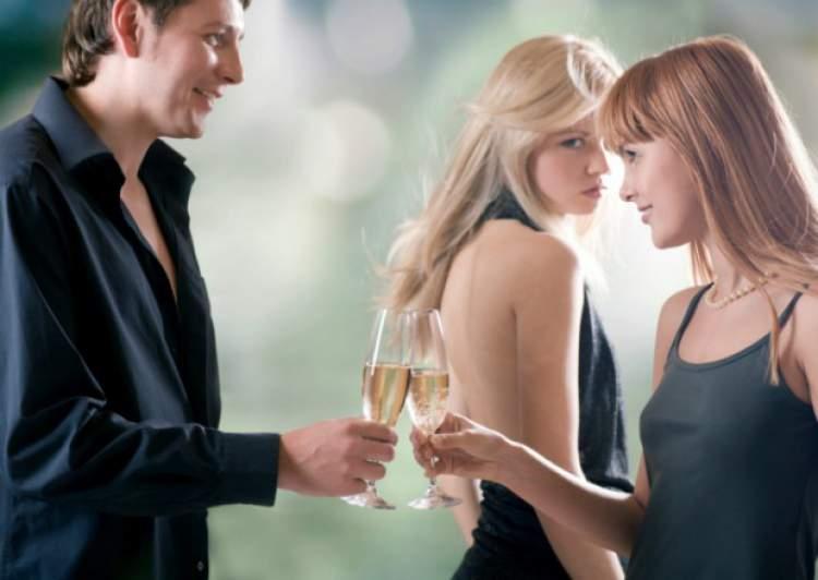 Provocar ciúmes é uma das mensagens que os homens mandam quando estão a fim de uma mulher