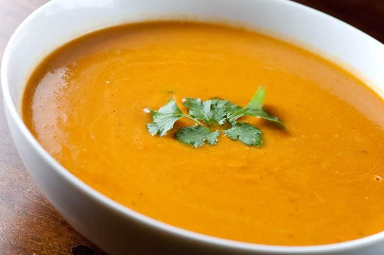 Sopas são alimentos típicos do inverno que ajudam na perda de peso