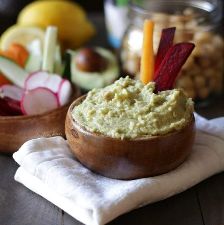 Hommus com vegetais é um dos pratos para você comer a noite e não engordar