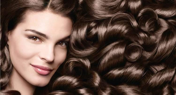 Receitas para aumentar o volume e brilho dos cabelos