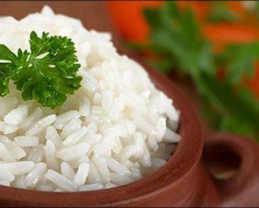 Arroz branco é um dos alimentos que você jamais deveria voltar a consumir