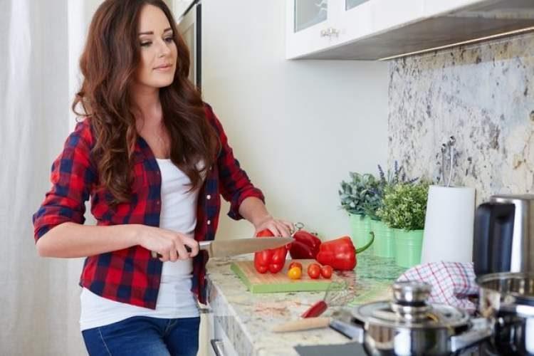 Cozinhar é uma maneira de comemorar o dia dos namorados sem gastar muito