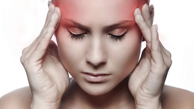 Dores de cabeça e tonturas são sintomas iniciais de gravidez