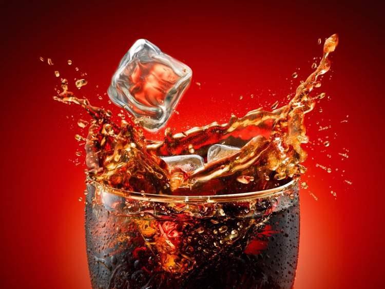 Evite o refrigerante para conseguir murchar a barriga rápido