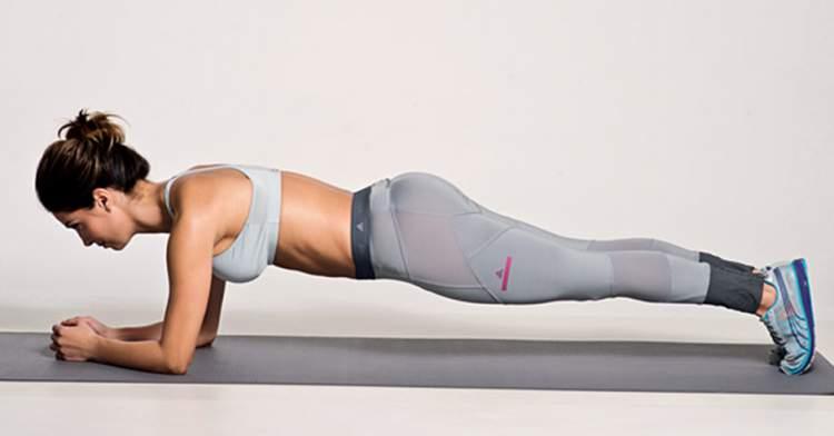 Exercício de prancha é fundamental para quem deseja chapar a barriga