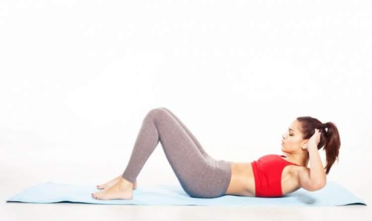 Faça abdominal simples para conquistar a barriga sarada