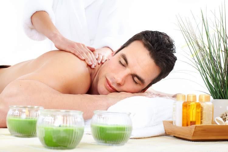 massagem é uma maneira de comemorar o dia dos namorados sem gastar muito