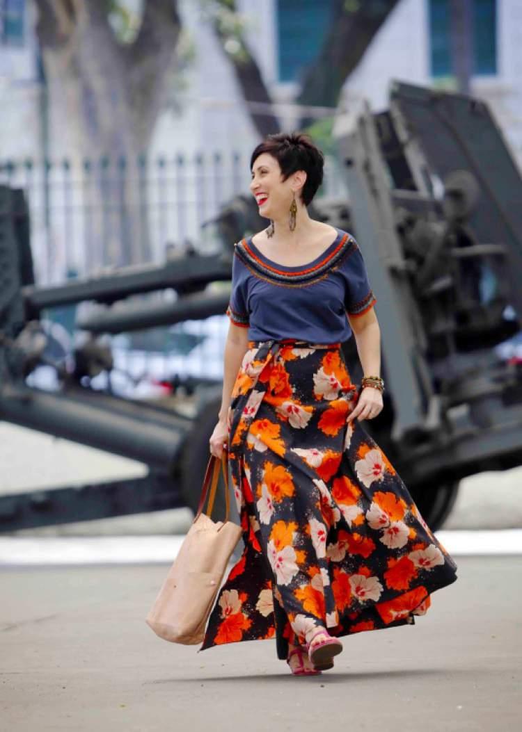 Saias com estampas florais são tendências da moda verão 2018