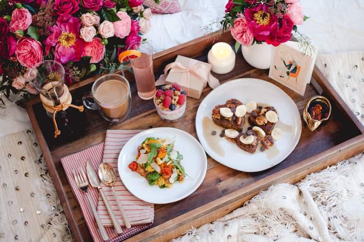 Truques para montar uma surpresa com café da manhã no dia dos namorados