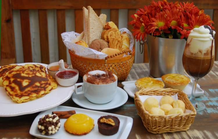 Veja como fazer uma surpresa com café da manhã no dia dos namorados