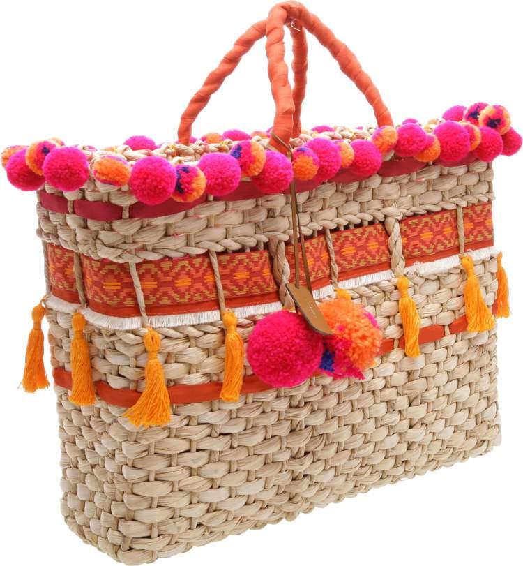 Bolsas de Palha é uma das tendências em bolsa para o verão 2018