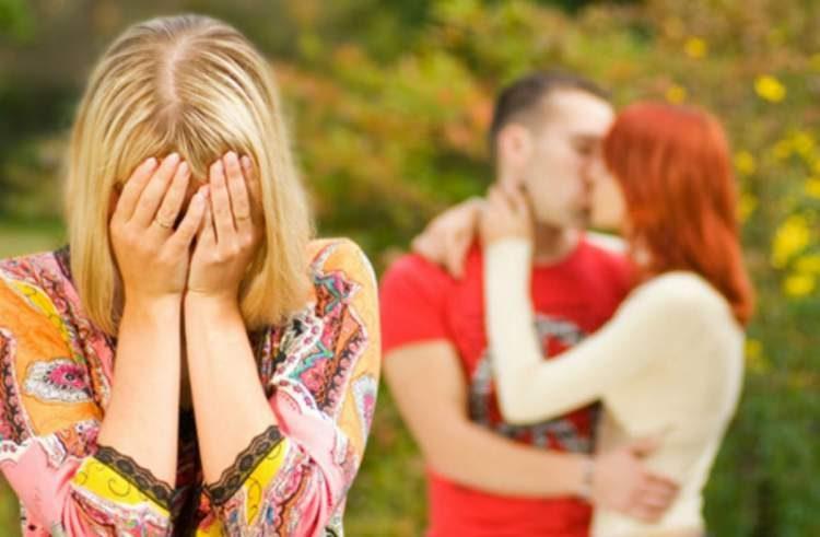 Como devo agir se meu namorado/marido está apaixonado por outra mulher?
