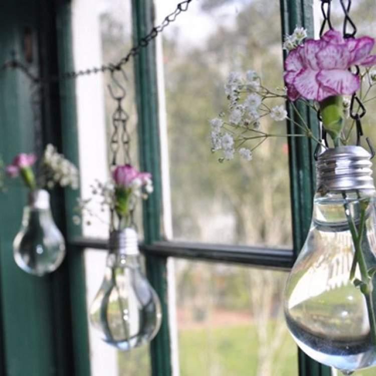 Lâmpadas como vasos de flores