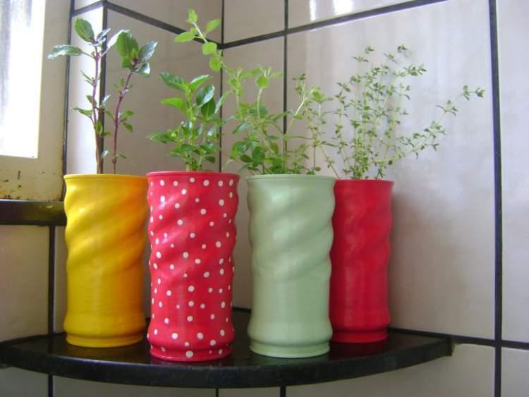 Vaso de flores feito com lata de óleo