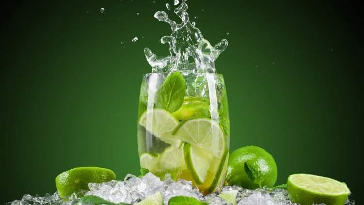 Beba água com limão para queimar gordura localizada