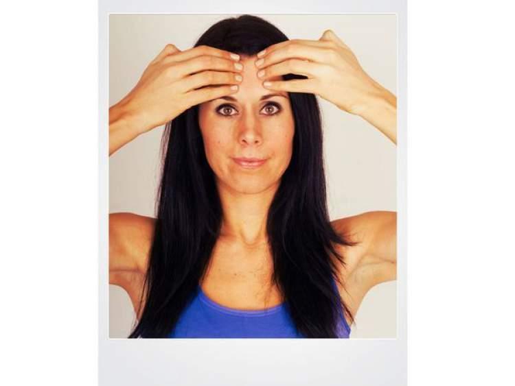 Suavizando as sobrancelhas com ginástica facial