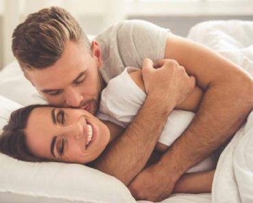 Ficar agarradinho com seu amor melhora a relação, reduz ansiedade e faz bem a saúde.