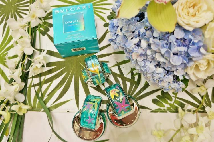 Omnia Tourmaline Paraiba Bvlgari é um dos perfumes florais que fazem as mulheres se sentirem poderosas
