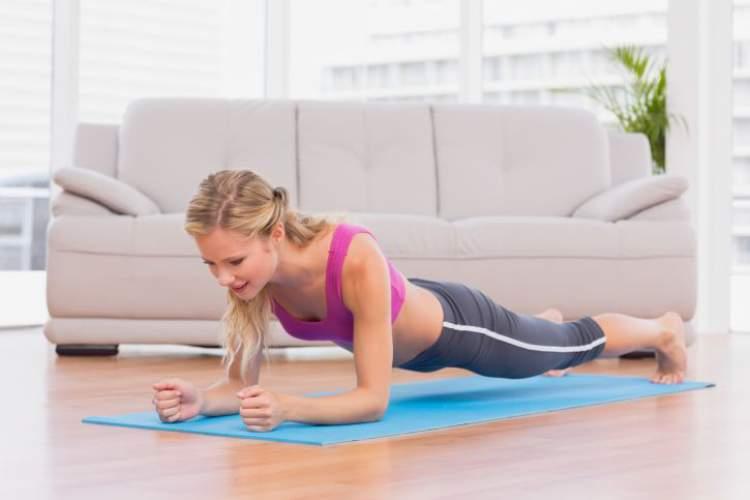 Plank ajuda a reduzir a circunferência abdominal