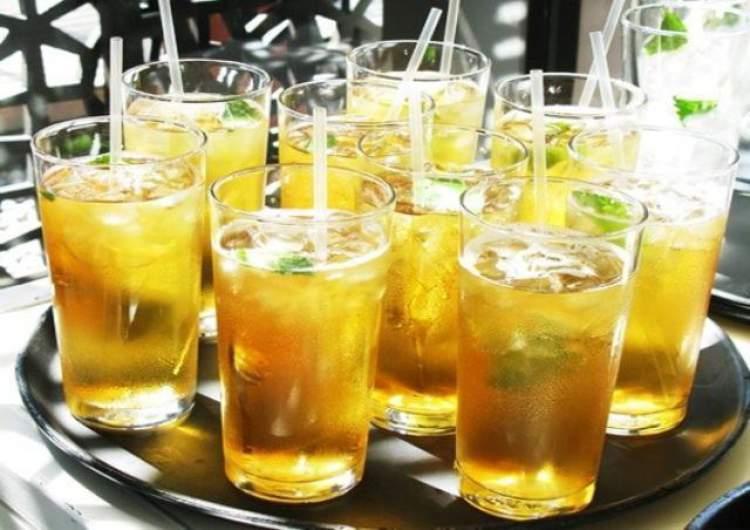 Suco de laranja com chá verde