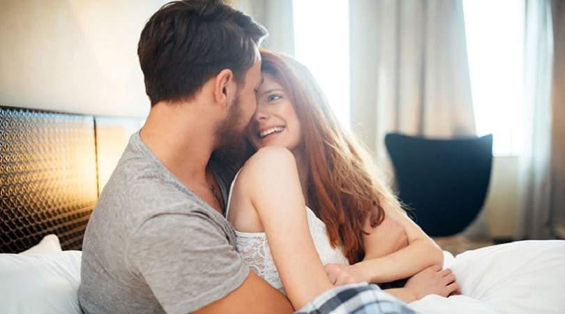 Benefícios de ficar abraçadinho com a pessoa amada