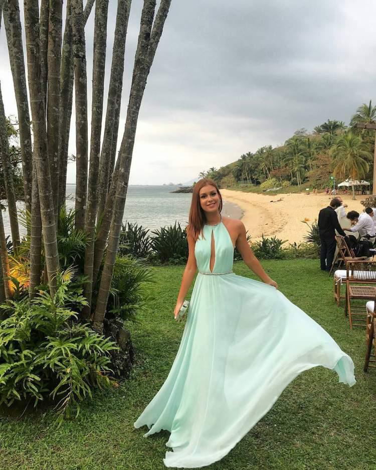 Ideias para você saber o que vestir para um casamento diurno na praia