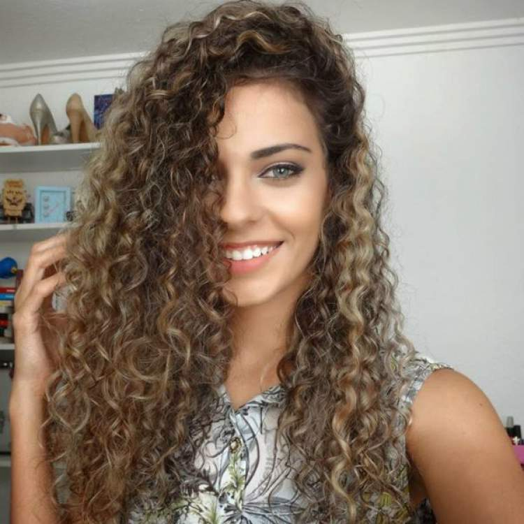 Loiro quase castanho é uma das tendências em cores de cabelo 2018
