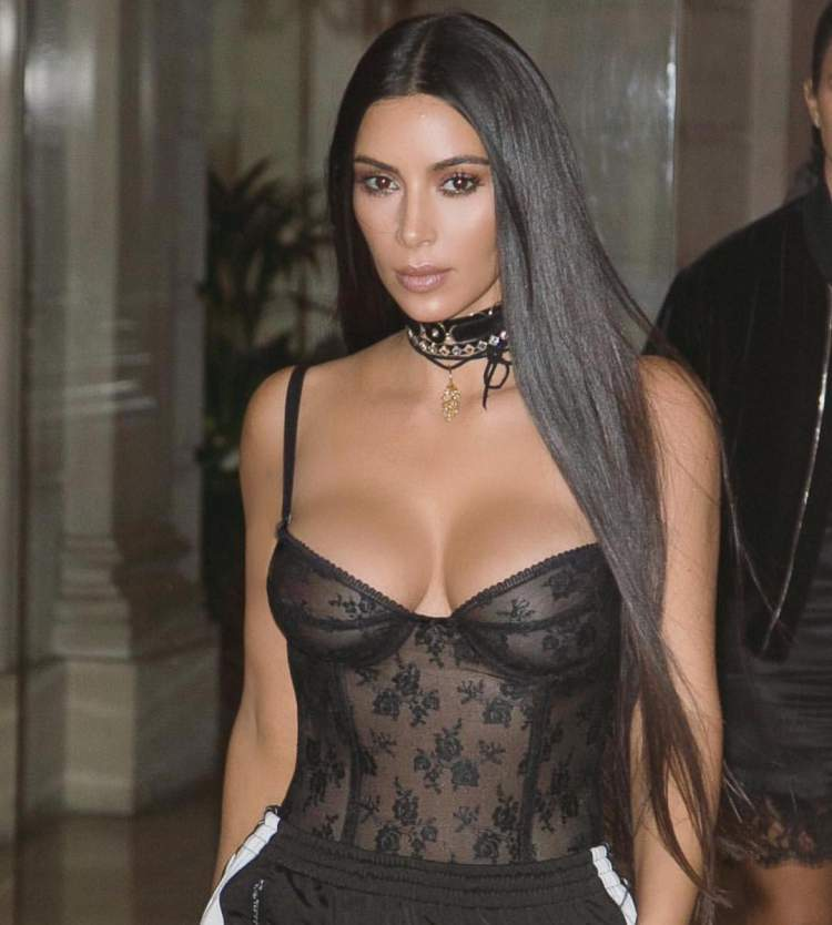 Conheça os segredos do cabelo disciplinado de Kim Kardashian