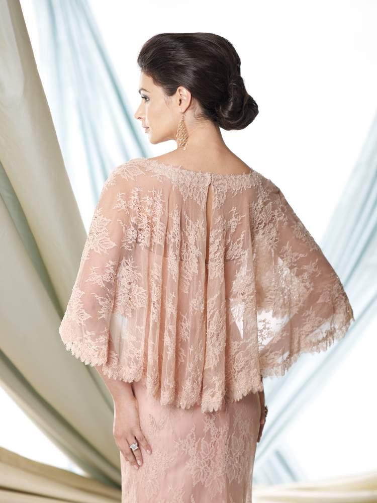 Vestido para madrinha de casamento diurno no inverno