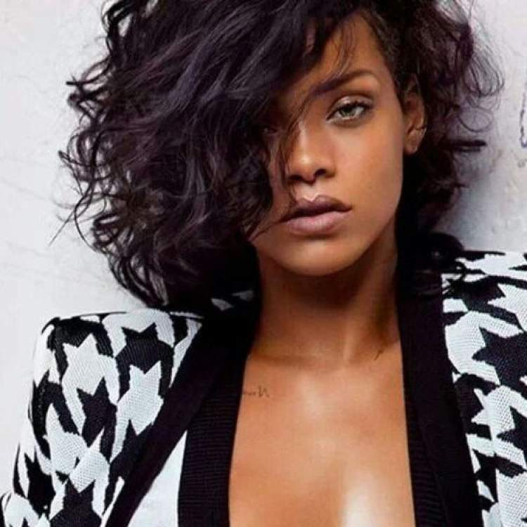 Chanel com franja alongada é um dos cortes de cabelo para ficar elegante sem esforço