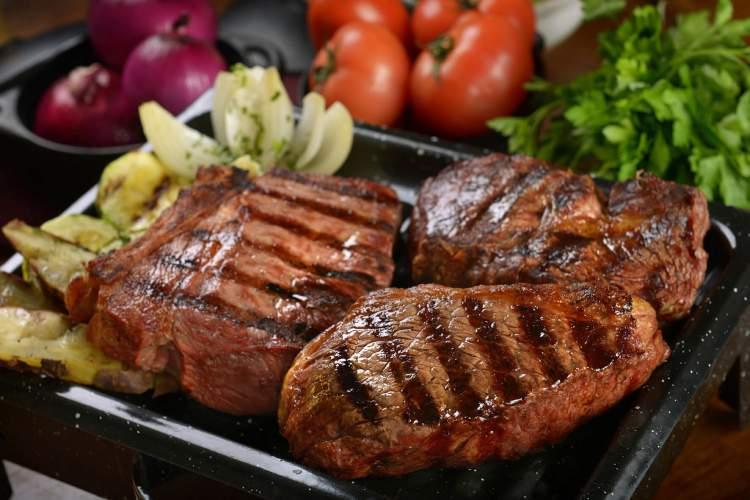 Pare de comer carne vermelha e veja como sua barriga vai secar rapidinho