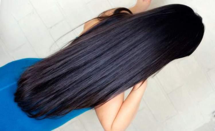 Saiba como fazer o cabelo crescer muito rápido com receitas caseiras