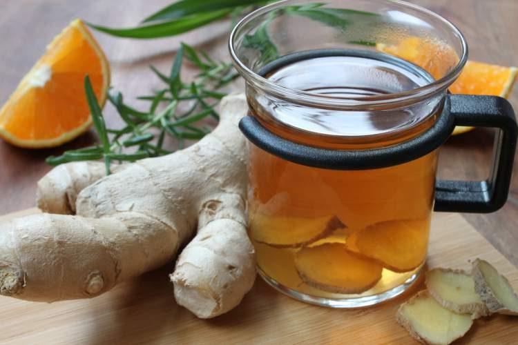Água aromatizada com laranja e gengibre