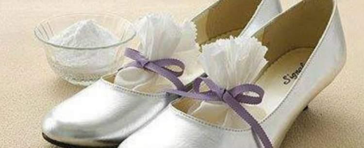 Como usar areia de gato para acabar com o mau cheiro dos calçados
